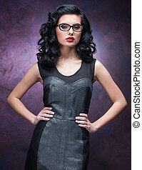 jonge, mooi, brunette, vrouw voerende bril