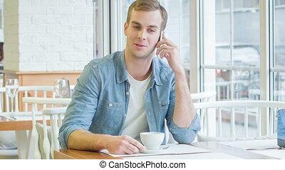jonge, mooi, man, is, hebben, een, telefoon, talk.