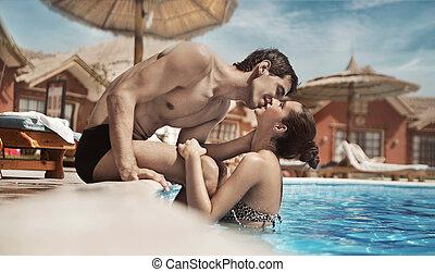 jonge, mooi, paar te kussen, op vakantie, dag