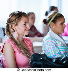 jonge, mooi, vrouwlijk, college student, zittende , in, een, klaslokaal
