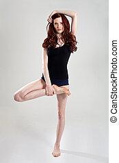 jonge, mooie vrouw, in, yoga positie
