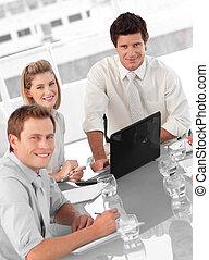 jonge, multi, culutre, handel team, op het werk