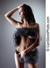 jonge, naakte vrouw, stander, en, afsluiten, borst, door, vacht