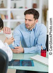 jonge patiënt, gedurende, consultatie, in, artsenpraktijk