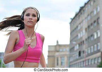 jonge persoon, het luisteren, misic, rennende , in, stad...
