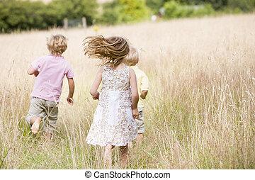 jonge, rennende , drie kinderen, buitenshuis