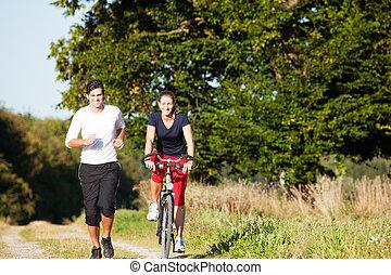 jonge, sportende, paar, jogging, en, cycling