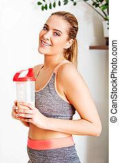 jonge, sportief, vrouw, met, proteine verwiken, fles