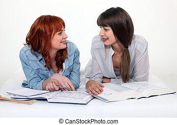 jonge, studerend , twee vrouwen