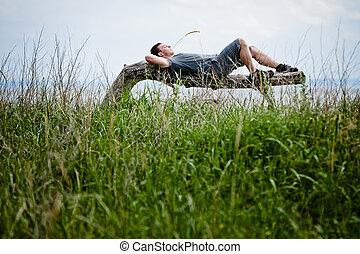 jonge volwassene, relaxen, vredig, in, natuur