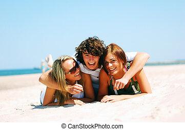jonge, vrienden, op, de, zomer, strand