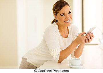 jonge vrouw , gebruik, smart, telefoon