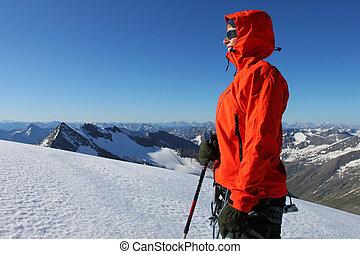 jonge vrouw , het genieten van, de, met, in, hoge bergen