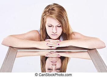 jonge vrouw , het onderzoeken, een, spiegel