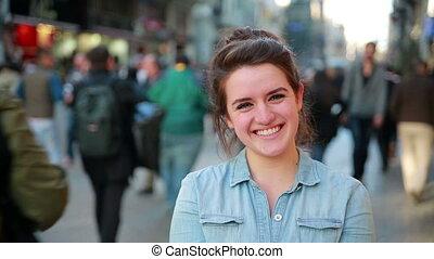 jonge vrouw , het poseren, in, straat
