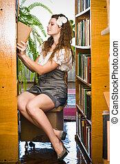 jonge vrouw , in, bibliotheek