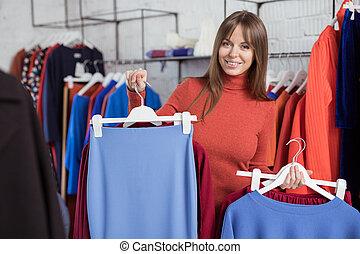 jonge vrouw , in, de, winkel