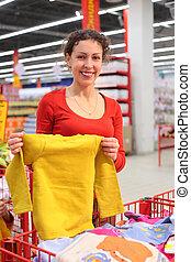 jonge vrouw , in, de winkel van kleren