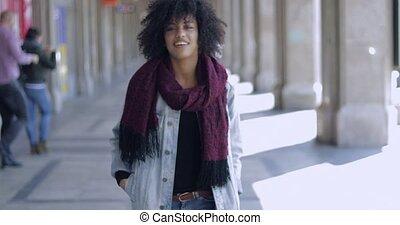 jonge vrouw , in, ongedwongen, het poseren
