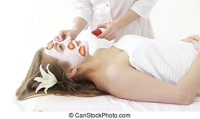 jonge vrouw , krijgen, gezichtsmassage, in, spa, salon