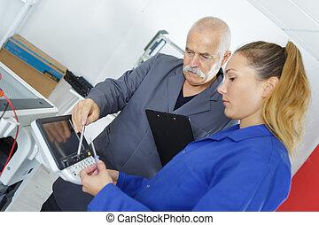 jonge vrouw , leren, om te, vaststellen, photocopy machine