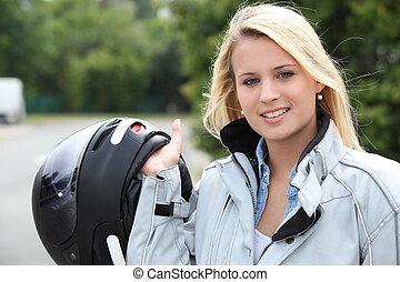 jonge vrouw , met, helm, voor, motorfiets
