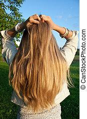 jonge vrouw , met, helthy, lang, blond haar