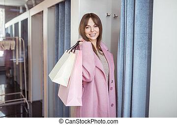 jonge vrouw , met, het winkelen zakken