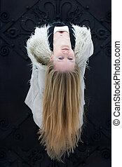 jonge vrouw , met, lang, blond haar