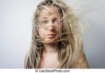 jonge vrouw , met, lang, mooi, blond haar