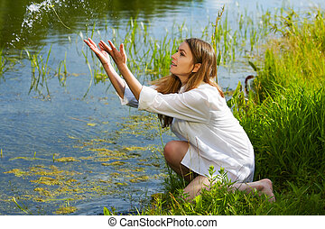 jonge vrouw , op, natuur