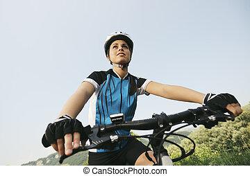 jonge vrouw , opleiding, op, de fiets van de berg, en,...