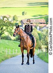 jonge vrouw , ritten, een, paarde, in, summertime.