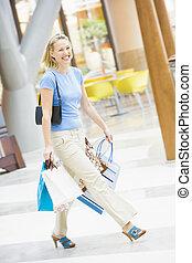 jonge vrouw , shoppen , in, mall