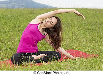 jonge vrouw , stretching, in, natuur
