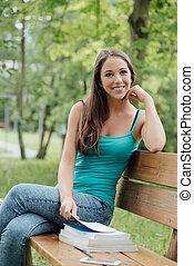 jonge vrouw , studerend , op, de, park
