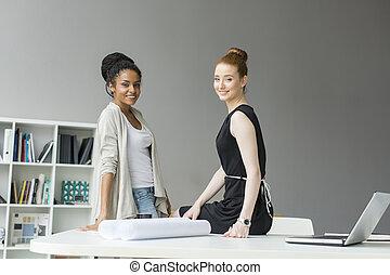 jonge vrouwen, in, de werkkring