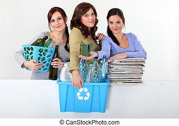 jonge vrouwen, nemend, de, recycling