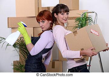 jonge vrouwen, poetsen, uit, hun, flat, op, bewegende dag