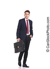 jonge, wandelende, aantrekkelijk, zakenmens