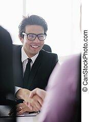 jonge, zakenmens , op, vergadering