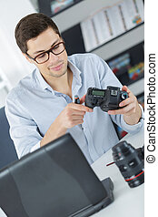 jonge, zeker, technicus, is, repareren, en, poetsen, een, digitale , cameralense