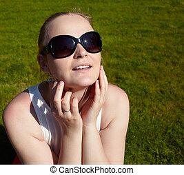 jonge, zonnebrillen, vrouw, sunbathing.