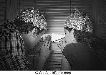 jongen, beschermen, gemaakt, aluminium, hoedjes, folie, straling, onnodig, hersenen, tieners, meisje