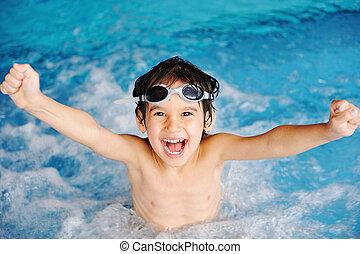 jongen, binnen, vrolijke , fantastisch, pool, zwemmen