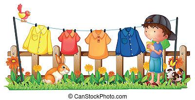 jongen, drinkt, kleren, tuin, hangend