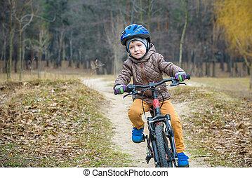 jongen, fiets helm, kind, vroeg, bos, buitenshuis, cycling, morning.