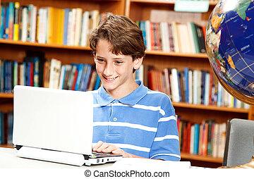 jongen, gebruikt computer, in, school