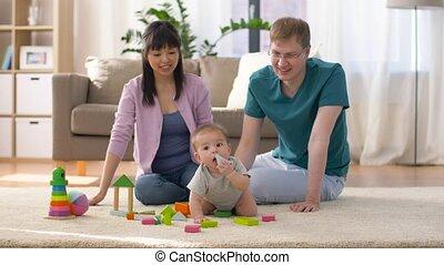 jongen, gezin, baby, thuis, spelend, vrolijke