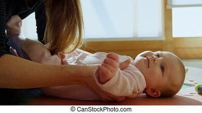 jongen, haar, op, 4k, moeder, baby, thuis, pluk
